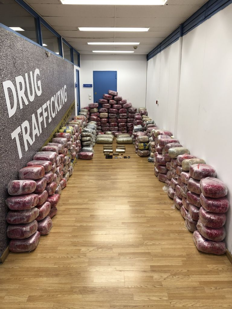 Εξαρθρώθηκαν τρία κυκλώματα διακίνησης ναρκωτικών | tovima.gr