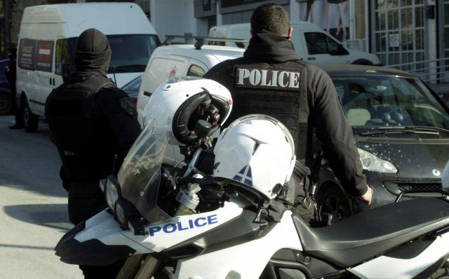 Νέα Σμύρνη: Ανδρας κρατά όμηρο στο σπίτι του | tovima.gr