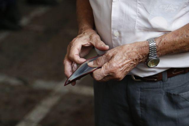 Συντάξεις γήρατος κάτω των 600 ευρώ για έναν στους τρεις δικαιούχους | tovima.gr