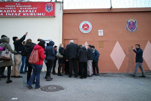 Επιστρέφουν στη φυλακή έξι μέλη της Cumhuriyet | tovima.gr