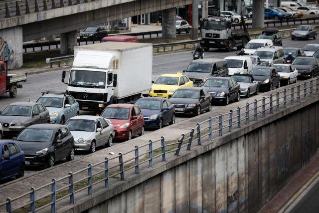 Αδειάζουν οι πόλεις: Αυξημένη κίνηση σε Εθνικές Οδούς, λιμάνια και ΚΤΕΛ | tovima.gr