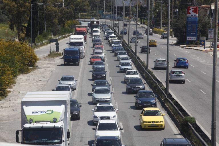 Επιστροφή εκδρομέων : Τροχαίο στην Κινέτα – Ουρά χιλιομέτρων | tovima.gr