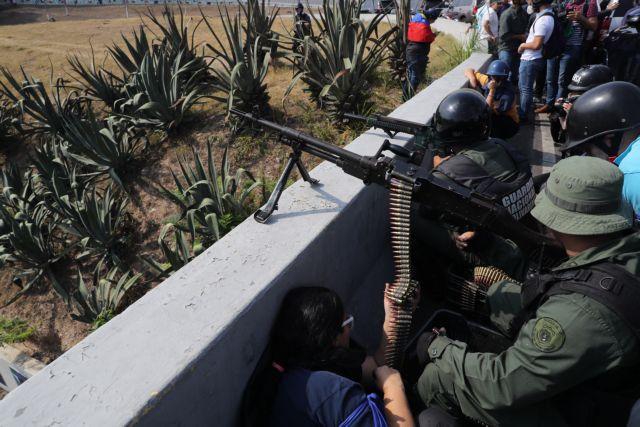 Βενεζουέλα: Εμφύλιος στους δρόμους – Πυροβολισμοί μεταξύ αντιμαχόμενων πλευρών | tovima.gr
