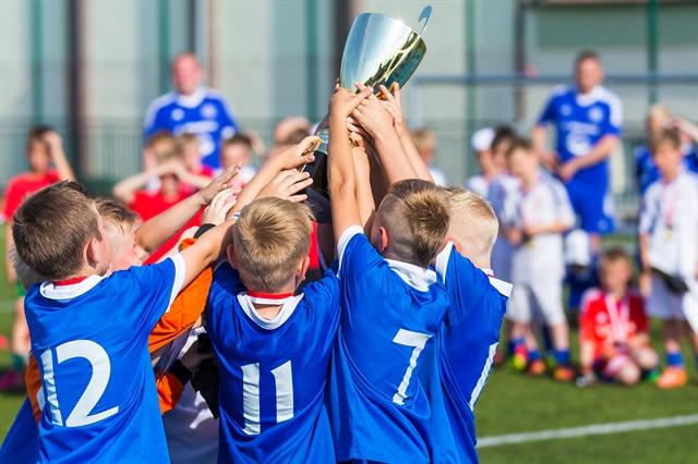 Ομαδικά αθλήματα: το καλύτερο αντικαταθλιπτικό για τα παιδιά | tovima.gr