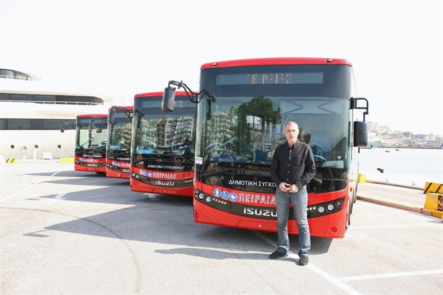 Γ. Μώραλης: «Πάρτε το κόκκινο»… λεωφορείο   tovima.gr