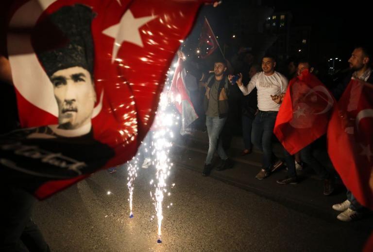 Κωνσταντινούπολη : Αντιδράσεις για τις νέες εκλογές – Βγήκαν στους δρόμους | tovima.gr