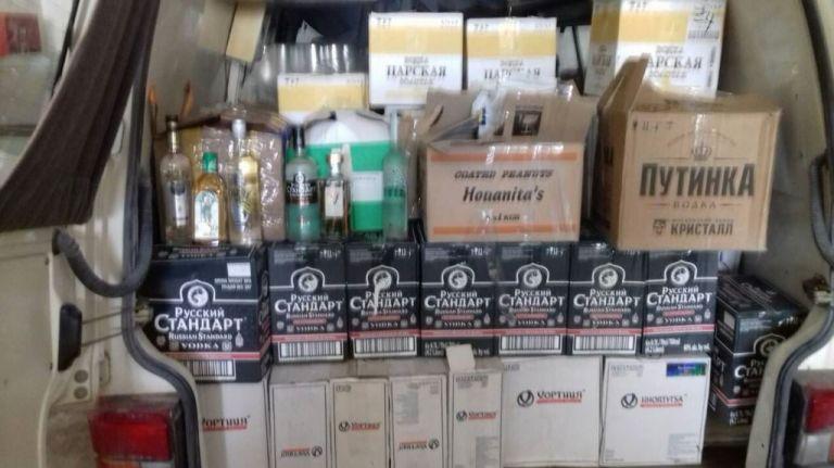 ΑΑΔΕ: Πάνω από 12.880 λίτρα αλκοολούχα ποτά κατέσχεσε το Πάσχα | tovima.gr
