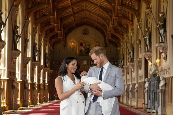 Μέγκαν και Χάρι : Μιντιακό ντεμπούτο για το βασιλικό μωρό | tovima.gr