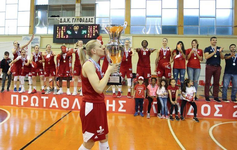 Ολυμπιακός: Η απονομή στις πρωταθλήτριες και οι πανηγυρισμοί (vid) | tovima.gr