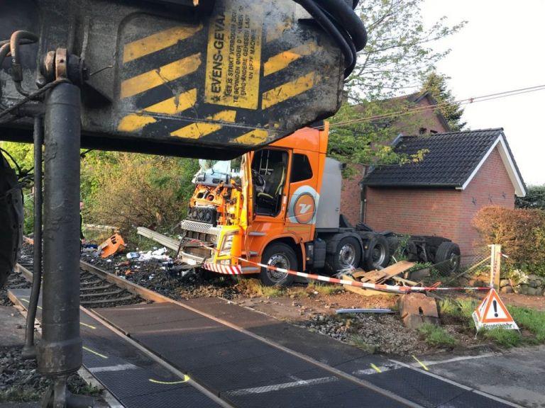 Γερμανία: Σύγκρουση τρένου με φορτηγό – 11 τραυματίες | tovima.gr