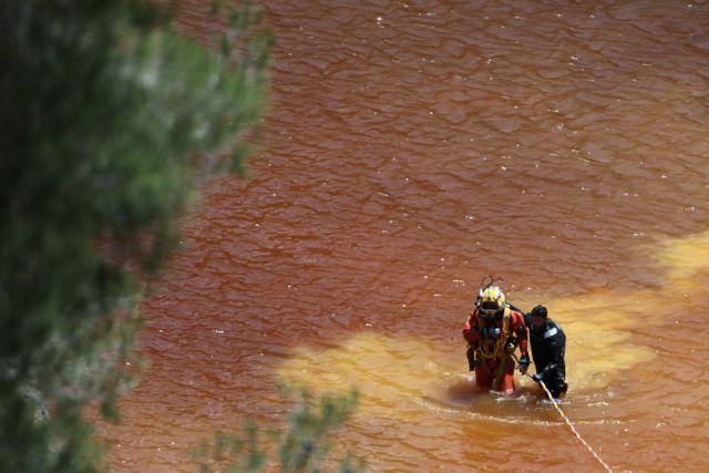 Εξελίξεις στην υπόθεση του serial killer : Βαρύ αντικείμενο ανασύρθηκε από την Κόκκινη Λίμνη | tovima.gr