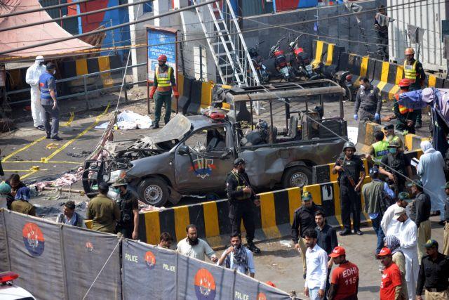 Πακιστάν : Eκρηξη έξω από ναό Σουφιστών – 8 νεκροί και 24 τραυματίες   tovima.gr