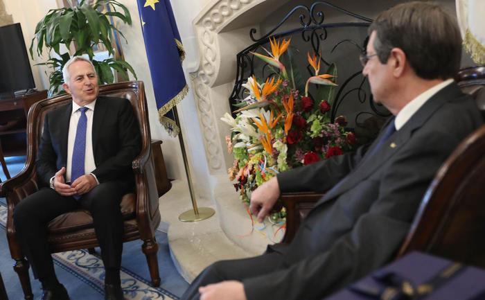 Αναστασιάδης-Αποστολάκης συζήτησαν την τουρκική παραβίαση της κυπριακής ΑΟΖ | tovima.gr