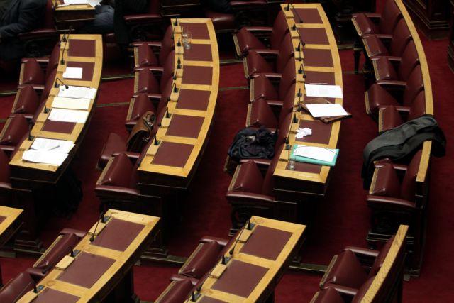 «Δημοκρατία» με άδεια έδρανα! | tovima.gr