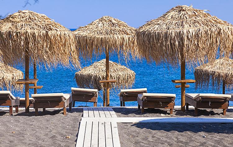 Hλεκτρονικές δημοπρασίες για… ξαπλώστρες και ομπρέλες | tovima.gr