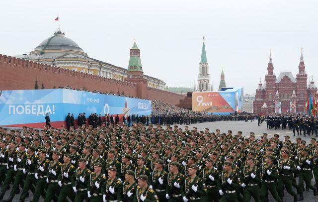 Μεγαλειώδης ρωσική παρέλαση για την Ημέρα Νίκης επί των Ναζί | tovima.gr