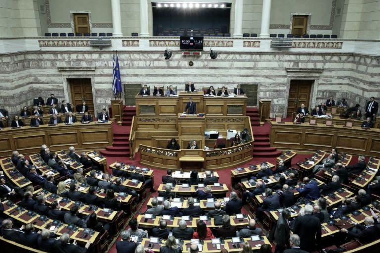 Βουλή: Εξακολουθεί σε υψηλούς τόνους η συζήτηση για την ψήφο εμπιστοσύνης | tovima.gr