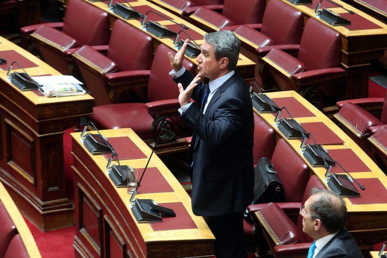 Βουλή: Άγρια κόντρα Λοβέρδου – Θεοχαρόπουλου | tovima.gr