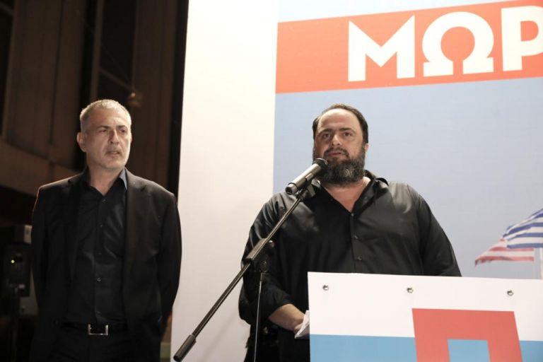Σύνθημα νίκης στα εγκαίνια του εκλογικού κέντρου του συνδυασμού «Πειραιάς Νικητής» | tovima.gr