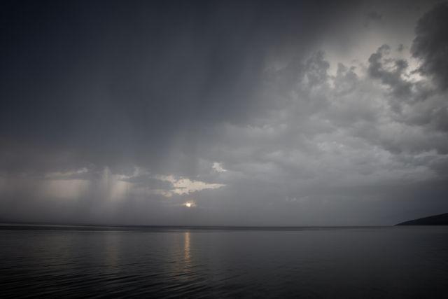 Καιρός: Βροχές, καταιγίδες και σκόνη την Τρίτη | tovima.gr