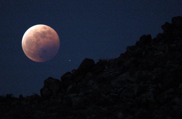 Η Σελήνη «γεννά» σεισμούς, αλλά συρρικνώνεται  σαν…σταφίδα | tovima.gr