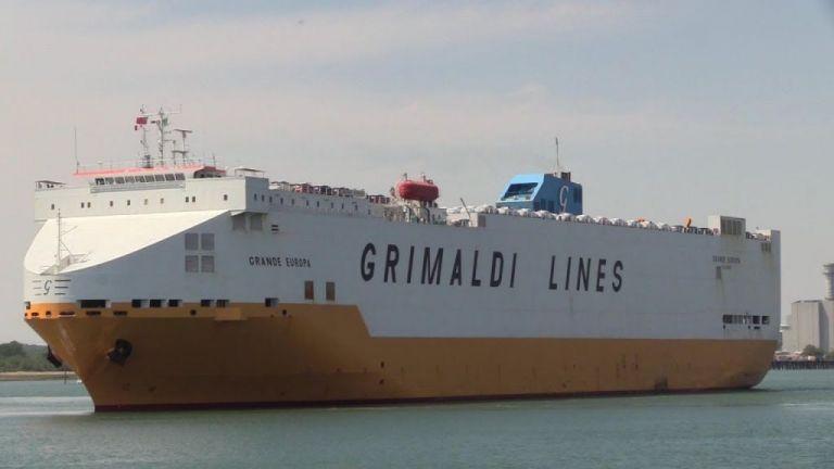 Φωτιά σε φορτηγό πλοίο στην Ισπανία – Επιχείρηση εκκένωσης | tovima.gr