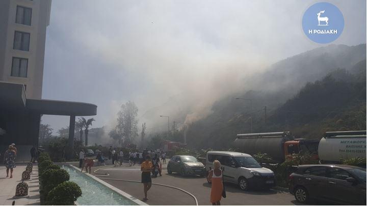Ρόδος: Φωτιά στο Φαληράκι | tovima.gr