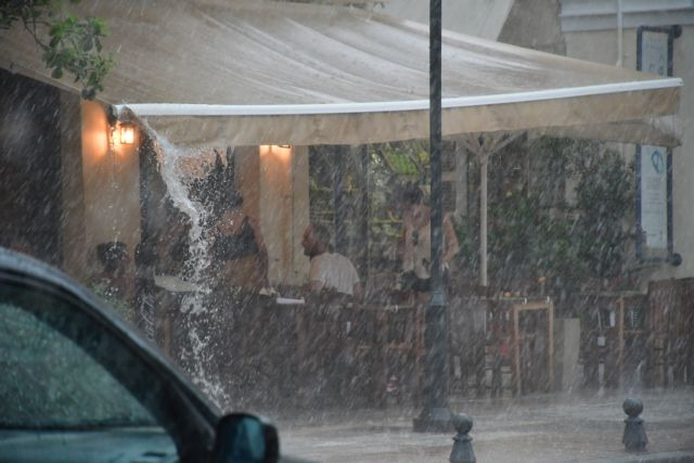 Αττική: Η βροχόπτωση έφερε κυκλοφοριακά προβλήματα | tovima.gr