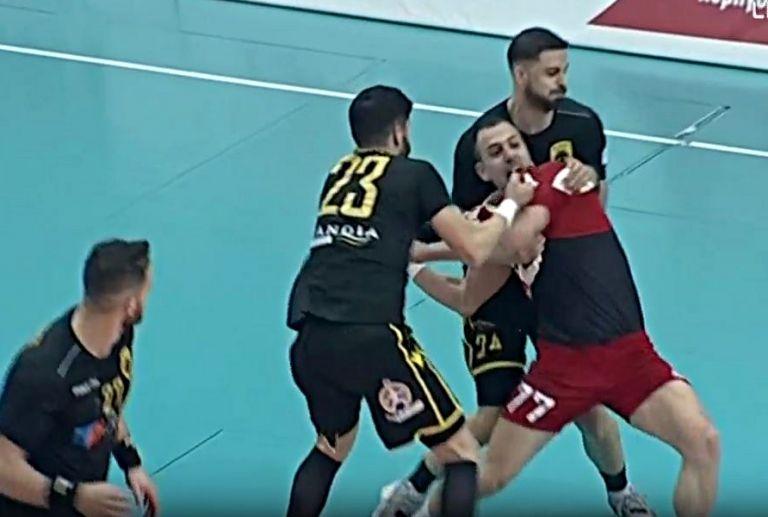 Παρ' ολίγον σύρραξη στον πρώτο τελικό Ολυμπιακός – ΑΕΚ | tovima.gr