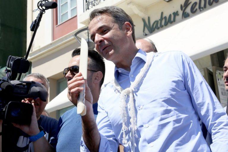 Μαντίλι και μαχαίρι για τον πρόεδρο | tovima.gr