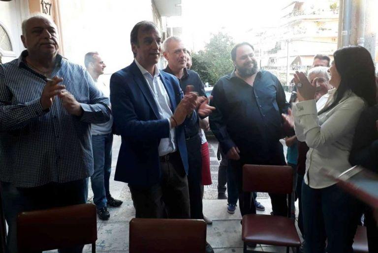 Στο πλευρό των αλιέων ο δήμαρχος Πειραιά Γιάννης Μώραλης | tovima.gr