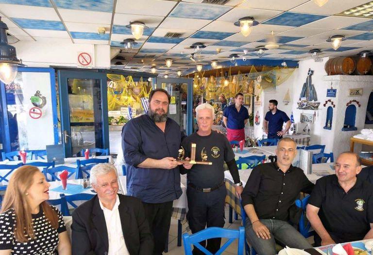 Μαρινάκης και Μώραλης έδωσαν το «παρών» σε εκδήλωση του Συνδέσμου Ελλήνων Βατραχανθρώπων | tovima.gr
