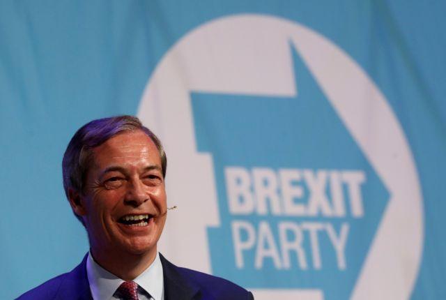 Observer : Δημοσκόπηση «χαστούκι» στη Μέι – Πρωτιά στο Κόμμα Brexit του Φάρατζ | tovima.gr