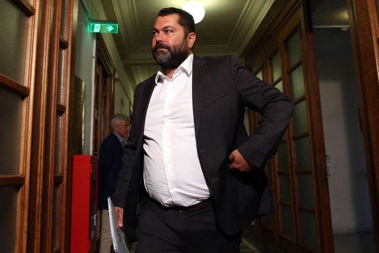Πολιτικός σάλος για τον νέο… κοτεράτο υπουργό – Ενοχή δείχνει η απάντησή του | tovima.gr