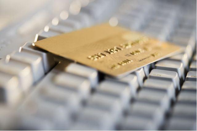 Εξαρθρώθηκε σπείρα που υπεξαιρούσε χρήματα από τραπεζικούς λογαριασμούς | tovima.gr