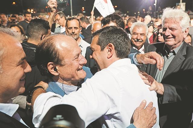 Οι αγκαλιές του Τσίπρα ταράζουν τον ΣΥΡΙΖΑ | tovima.gr