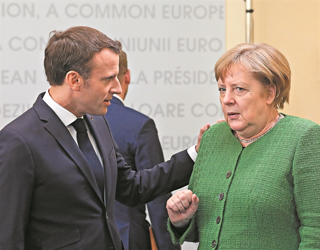 Αριστερά και Δεξιά δεν συγκινούν και δεν πείθουν | tovima.gr