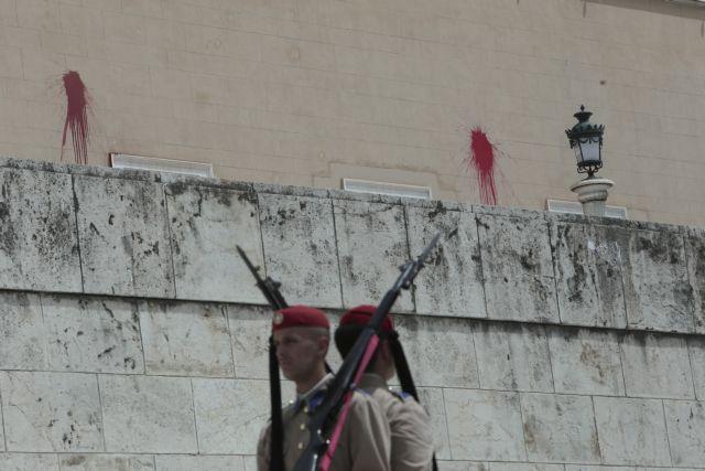 Αρβανίτης για επίθεση Ρουβίκωνα στη Βουλή: Δεν έγινε κάτι φοβερό | tovima.gr