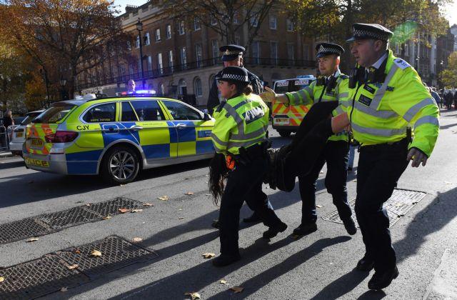 Συναγερμός στο Λονδίνο – Κλειστοί οι δρόμοι για ύποπτο αντικείμενο | tovima.gr