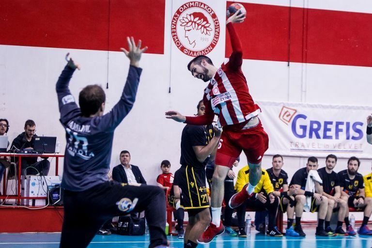 Τελικοί Hanball Premier : Με τον κόσμο του ο Ολυμπιακός για το 2-1 | tovima.gr