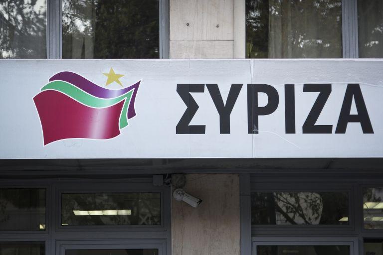 Πέταξαν μπογιές και πέτρες στα γραφεία του ΣΥΡΙΖΑ στα Εξάρχεια | tovima.gr