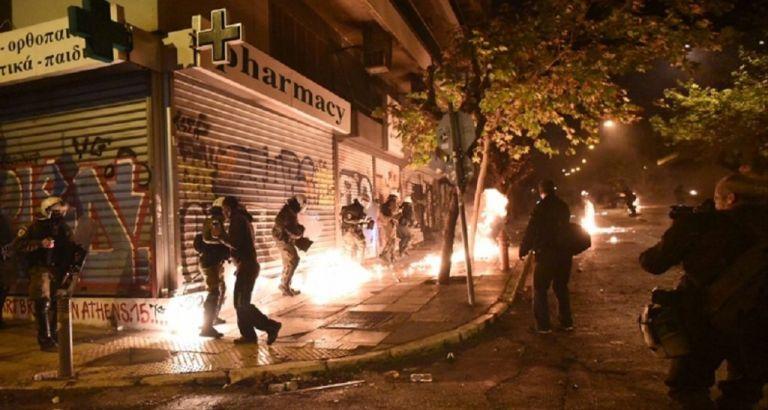 Εμπρησμοί, επιθέσεις με μολότοφ και πυροβολισμοί τη νύχτα σε Αττική-Θεσσαλονίκη | tovima.gr