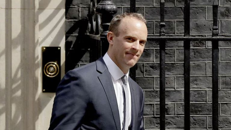 Βρετανία: Ο Ντόμινικ Ράαμπ θα διεκδικήσει την ηγεσία των Συντηρητικών | tovima.gr