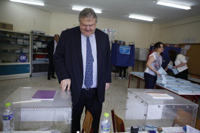Βενιζέλος: Καθοριστική για τη μοίρα του τόπου η σημερινή αναμέτρηση | tovima.gr