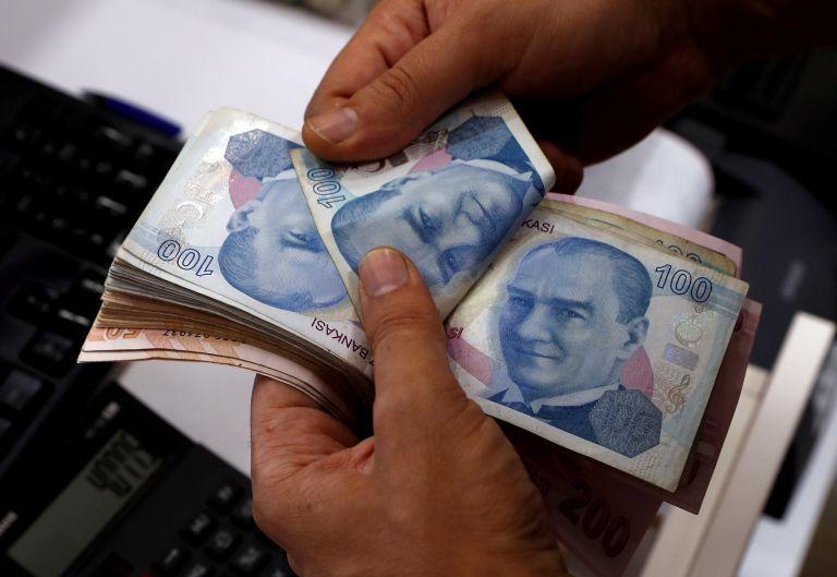 Τουρκία: «Φρένο» στις καταθέσεις σε άλλα νομίσματα – Ποια τα μέτρα | tovima.gr
