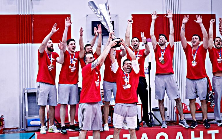 Κλικ από την απονομή και η φιέστα του Ολυμπιακού στο χάντμπολ (pics) | tovima.gr