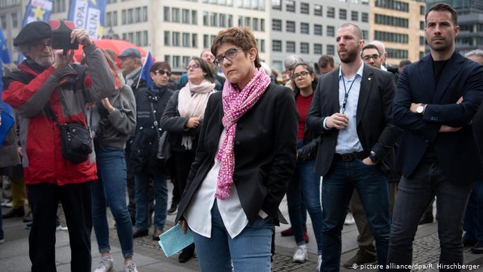 DW: Σε δεινή θέση η πρόεδρος της CDU λόγω YouTube | tovima.gr