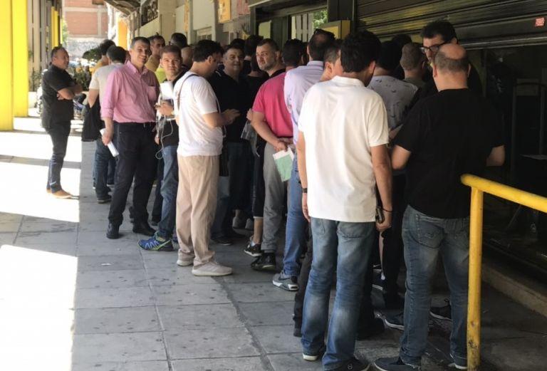 Ουρές στο Κλεάνθης Βικελίδης για τα εισιτήρια διαρκείας του Άρη | tovima.gr