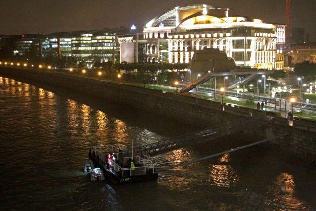 Τραγωδία στη Βουδαπέστη : 7 νεκροί και πολλοί αγνοούμενοι σε ανατροπή πλοιάριου με τουρίστες στον Δούναβη | tovima.gr