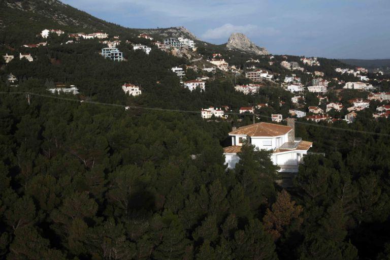 Η κυβέρνηση τα δίνει όλα: Νομιμοποίηση αυθαιρέτων στα δάση | tovima.gr
